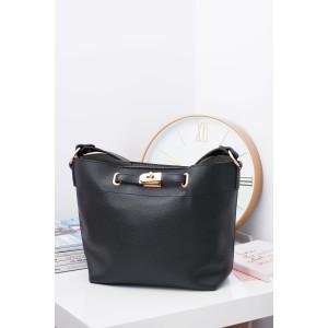 Moderné dámske kabelky na rameno v čiernej farbe ozdobené prackou
