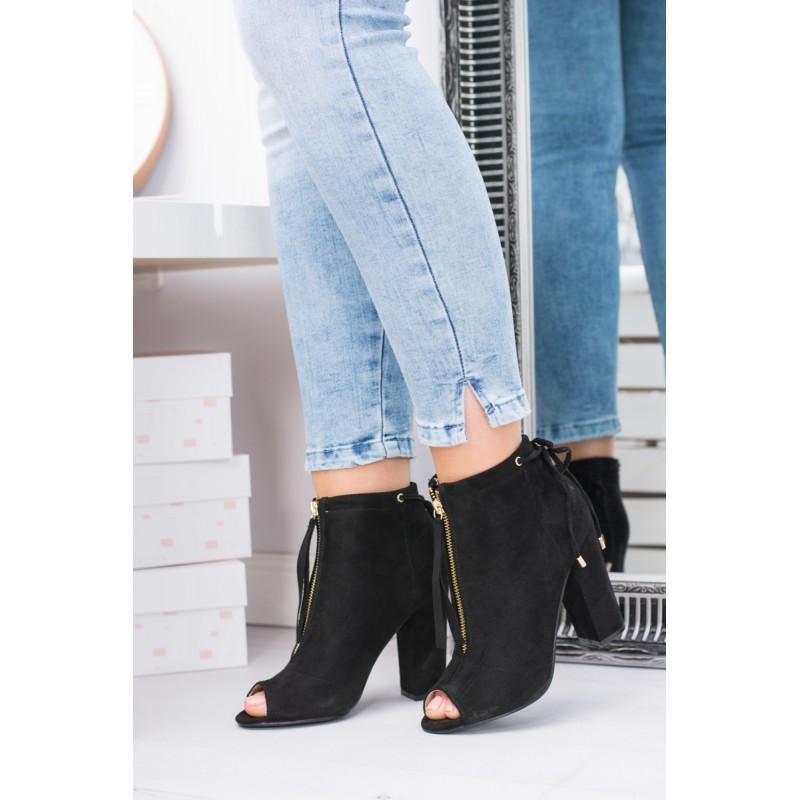 Luxusné čierne dámske topánky na opätku s otvorenou špičkou a zlatým ... f262d01eb9d