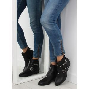 Zateplená dámska zimná obuv čiernej farby s prackami