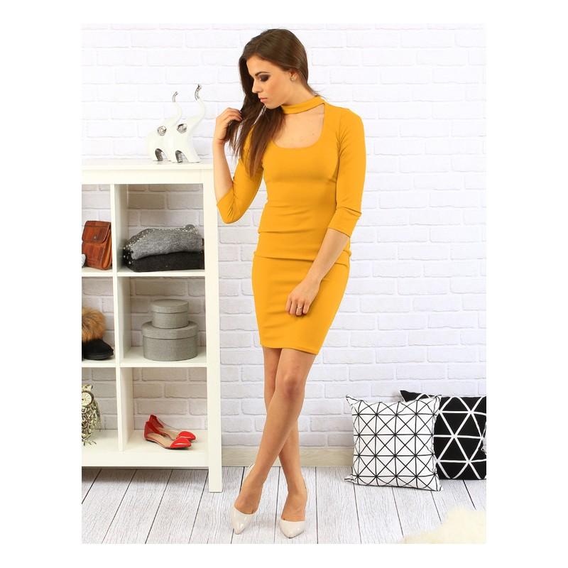 Krátke žlté dámske šaty s vykrojeným výstrihom - fashionday.eu 2b1af919f67