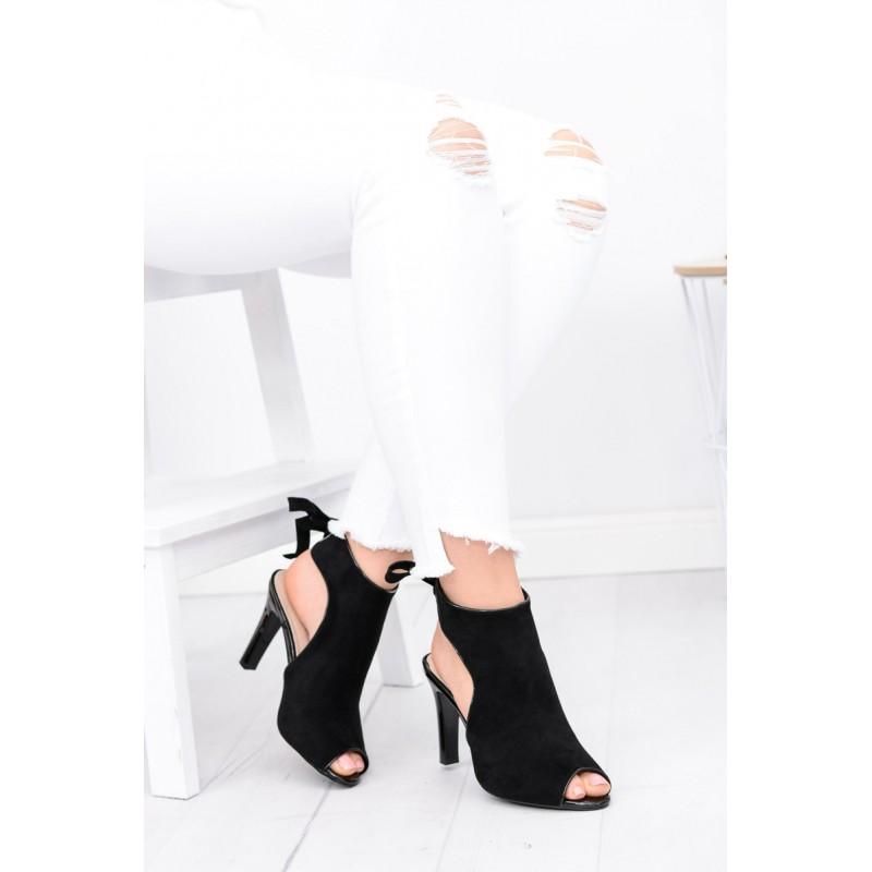 Čierna dámska obuv s vysokým podpätkom a otvorenou špičkou ... f265f7369db