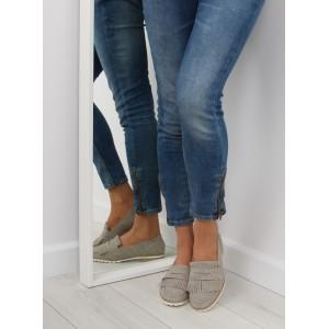 Sivé dámske strapcové poltopánky na nízkom podpätku