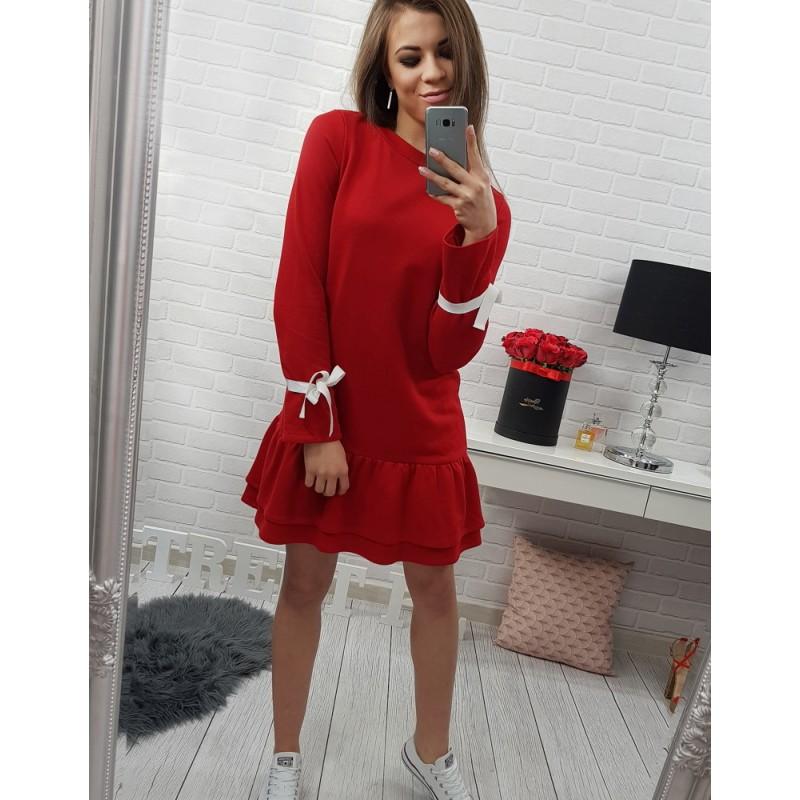 5133a590c53e Ležérne dámske šaty červenej farby s dlhým rukávom zdobeným bielou ...