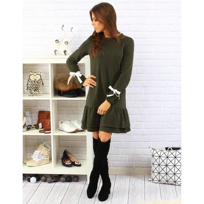 Tmavo zelené dámske šaty s volánmi a zdobenými dlhými rukávmi ... e3399a76f51