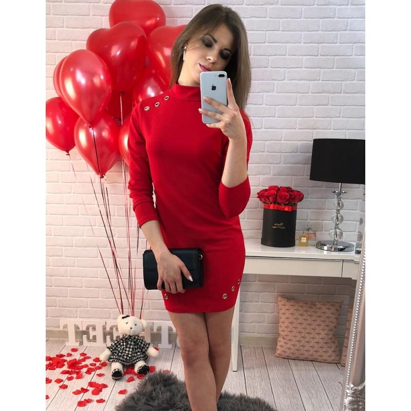 0d6f0ffb4462 Obtiahnuté dámske šaty nad kolená v červenej farbe zdobené kovovými ...