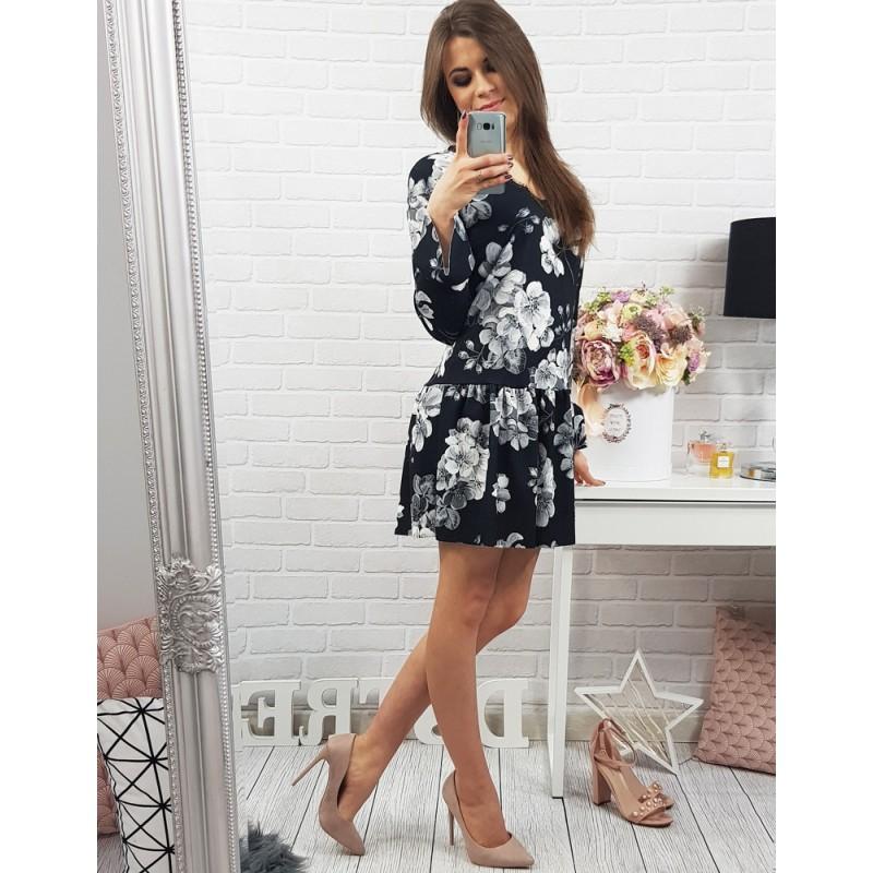 Voľné čierne dámske šaty nad kolená s bielym kvetovaným vzorom ... 51f1d7808a4