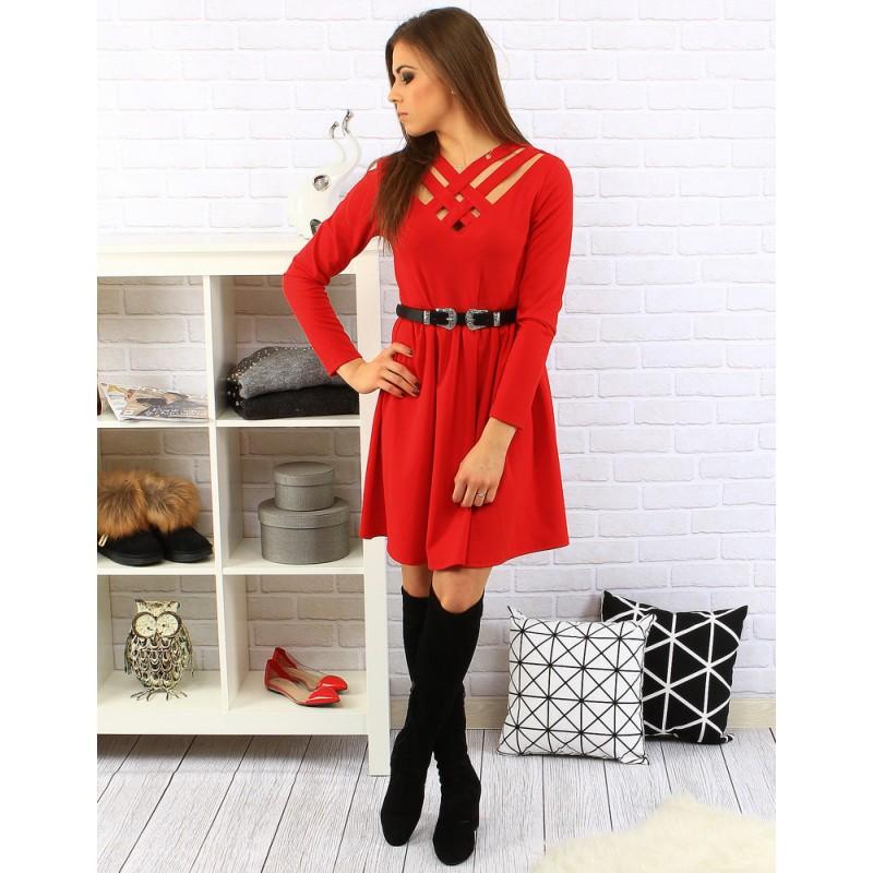 9ff916bcbb29 Moderné červené dámske šaty po kolená s čiernym opaskom a dlhým ...