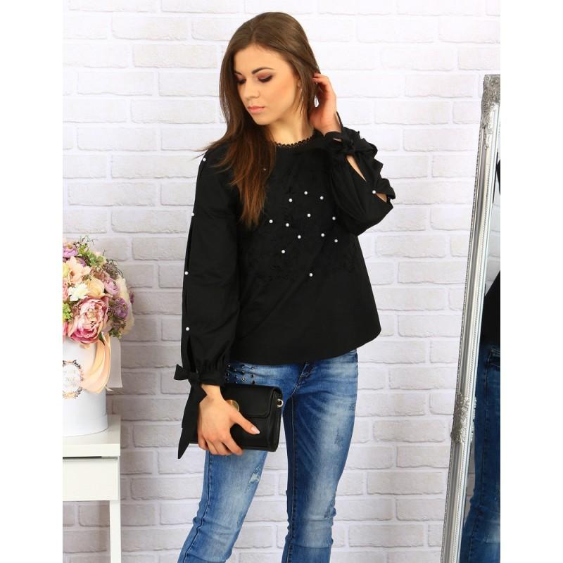 c319ec2bf10a Elegantná dámska košeľa čiernej farby zdobená čipkou a perličkami ...