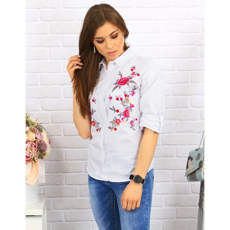 c41742524e14 Moderná dámska košeľa v bielej farbe s kvetovaným vzorom vpredu ...