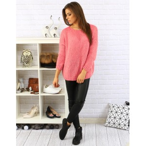 Moderný ružový dámsky pletený pulóver s okrúhlym výstrihom a dlhým rukávom