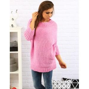 Pohodlný dámsky pulóver voľné strihu v ružovej farbe s trojštvrťovými rukávmi