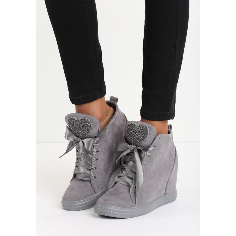 b8a623c5fc23 Predchádzajúci. Sivé dámske členkové topánky na platforme so srdiečkami ...
