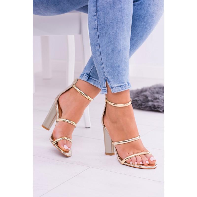 34c68bdde0b0 Dámske zlaté sandále na vysokom hrubom podpätku