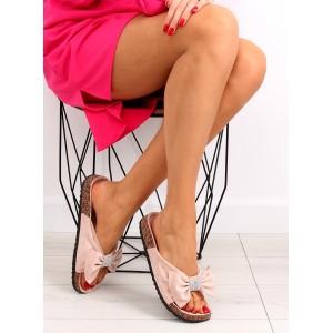 Pohodlné šľapky ružovej farby ozdobené mašľou