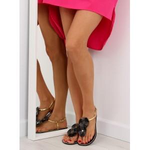 Dámske sandále v čiernej farbe s aplikáciou kvetov