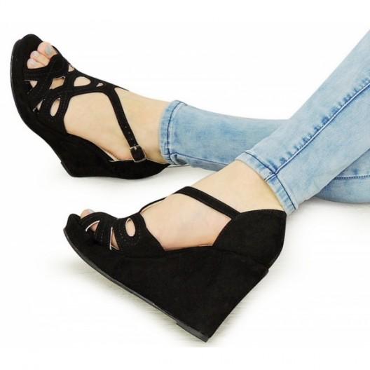 Dámske letné topánky na platforme v čiernej farbe