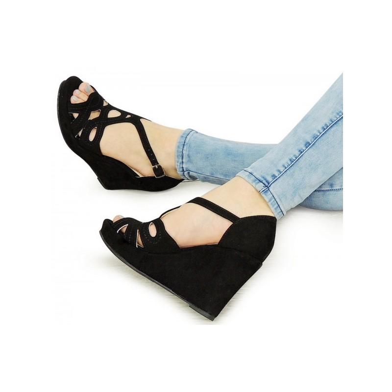 a71d576a3 Dámske letné topánky na platforme v čiernej farbe | Fashionday.eu