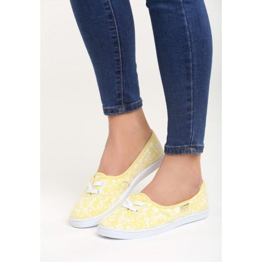 Športová obuv žltej farby s kvetmi