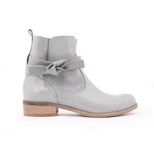 Dámske kožené topánky na nízkom podpätku ... aa43c9e8a31