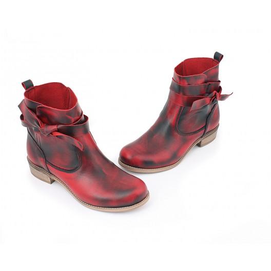 Dámske kožené topánky s viazaním v červenej farbe