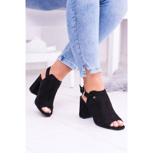 Sandále na opätku s otvorenou špičkou a pätou čiernej farby