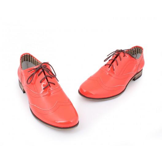Lesklé dámske kožené poltopánky v červenej farbe