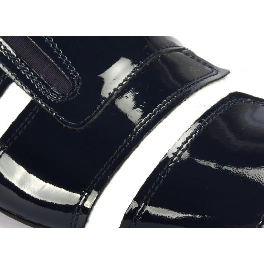 Pruhované pánske kožené mokasíny v čiernej farbe