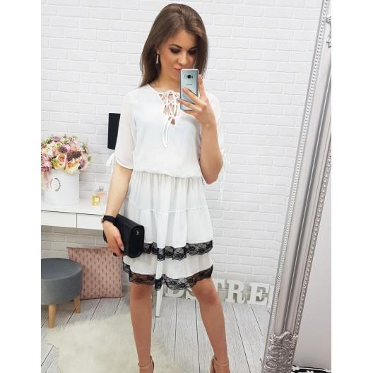 Biele šaty na leto s čiernym lemovaním a šnúrkami