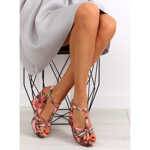 Dámske sandále na platforme s kvetmi v červenej farbe