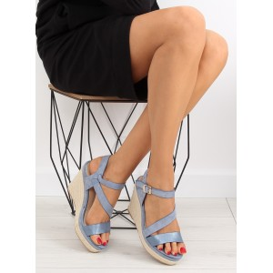 Dámske letné sandále na platforme v modrej farbe