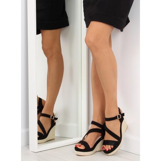 Dámske elegantné sandále v čiernej farbe na platforme