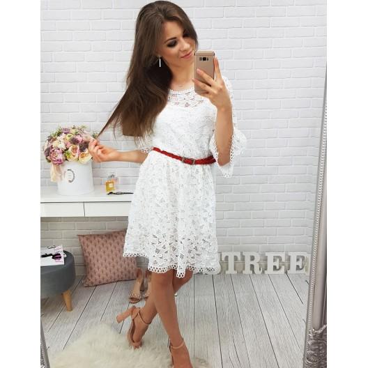 Krásne šaty na leto v bielej farbe s čipkovaným vzorom