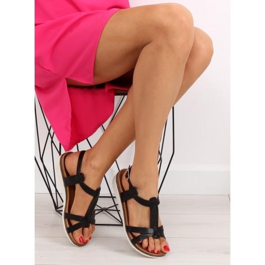 Pohodlné sandále čiernej farby s rovnou podrážkou