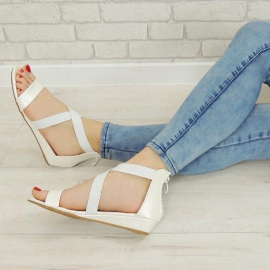 Dámske sandále na leto v bielej farbe
