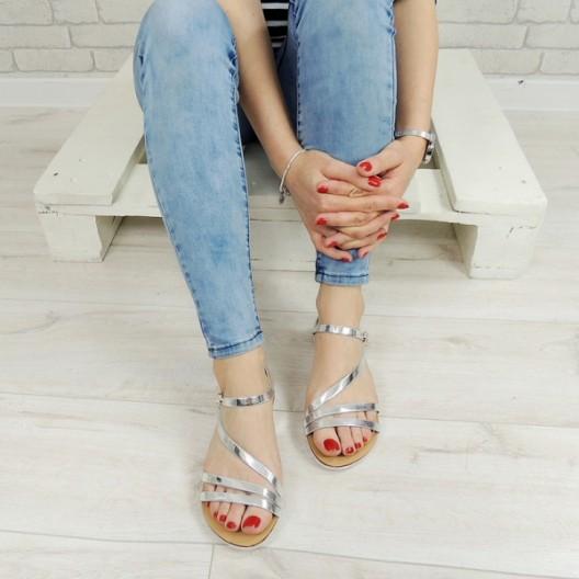 Spoločenské sandále striebornej farby