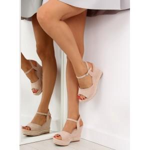 Elegantné sandále na opätku v béžovej farbe