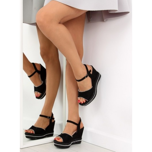 Dámske letné sandále na platforme čiernej farby