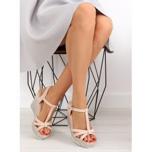 Dámske sandále na opätku ružovej farby