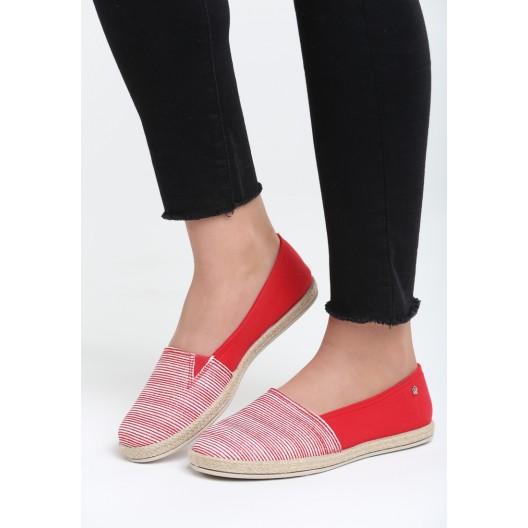 Dámska letná obuv červenej farby s pásikmi