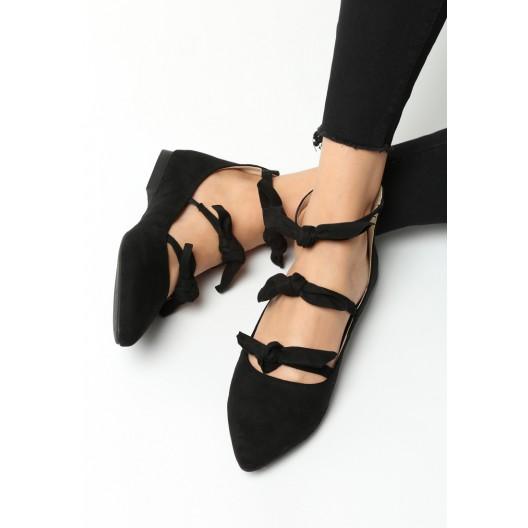 Dámske balerínky čiernej farby s viazaním