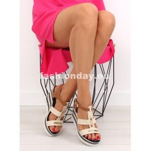 Béžové sandále na platforme