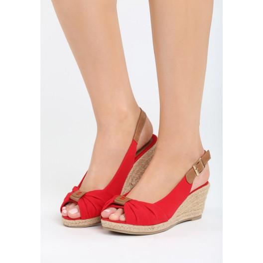 Letné sandále na platforme v červenej farbe