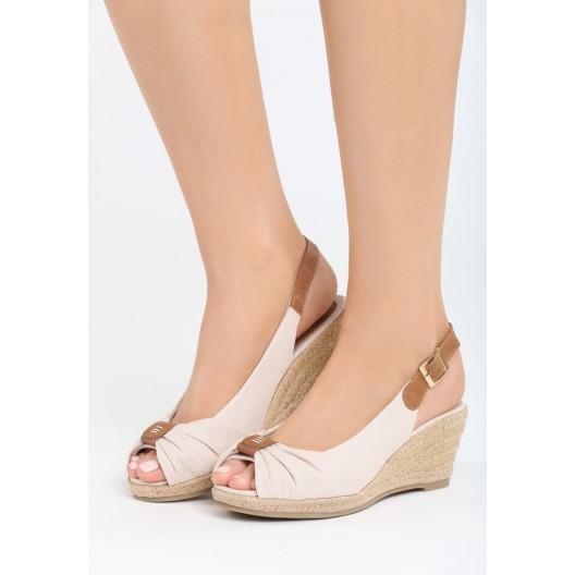 Béžové sandále na opätku