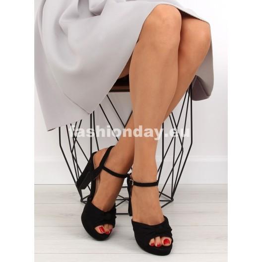 Sandále na opätku v čiernej farbe