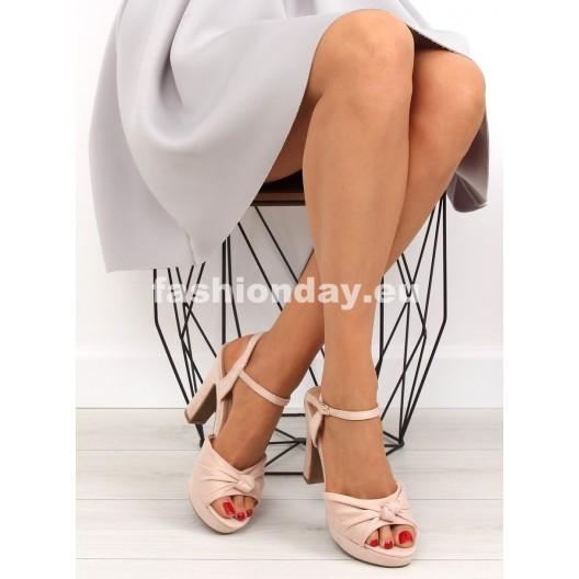 Letné sandále púdrovej farby