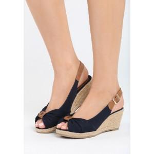 Tmavomodré sandále na platforme