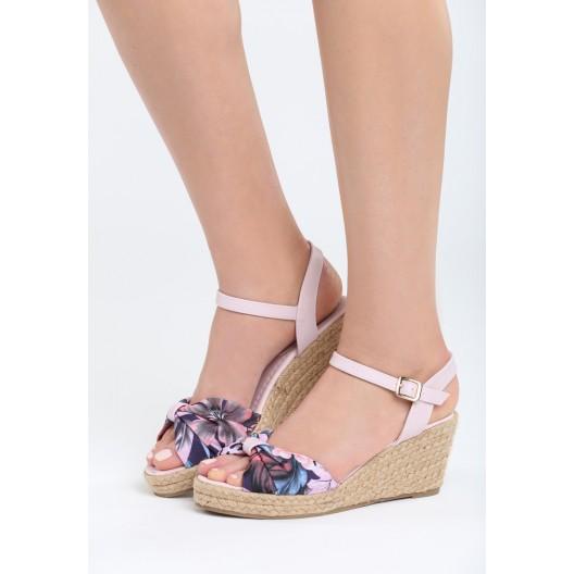 Sandále na platforme ružovej farby