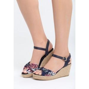 Sandále na platforme tmavo modrej farby