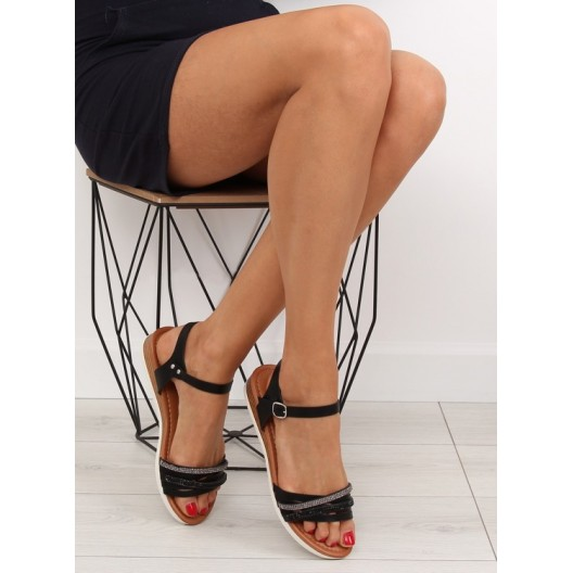 Dámske čierne sandále na rovnej podrážke