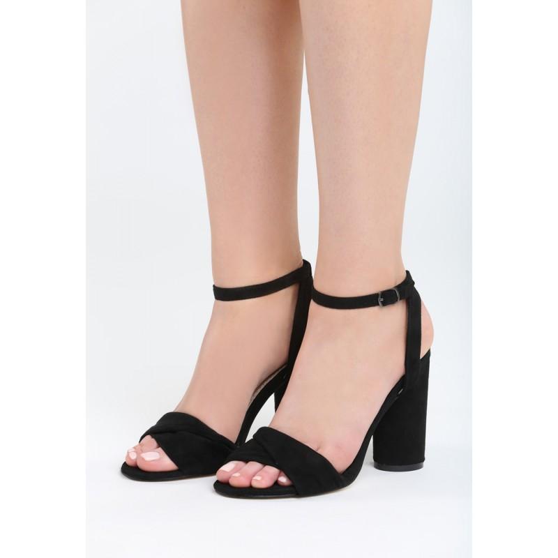 096e7829d48c7 Čierne sandále na opätku